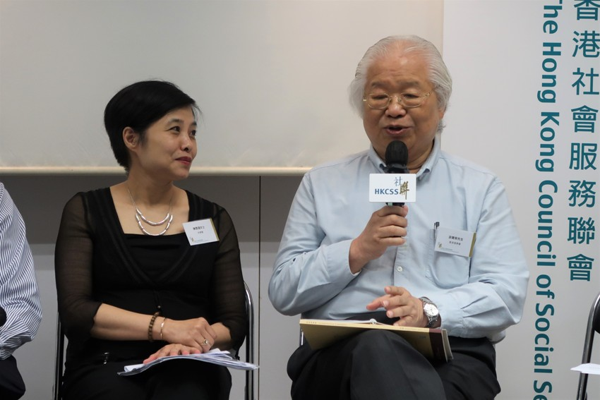 Ms Jane Chan of Fu Hong Society (left) and Mr David Yau of The Hong Kong Society for Rehabilitation spoke on the power of story-telling in the annual reports of their respective organizations.