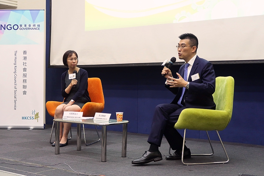 The Q&A session was moderated by Ms Stella Ho (left), Project Director of the NGO Governance Platform Project. Mr Lee responded to the questions from the participants.